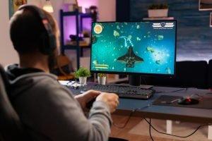 giocare al PC coi videogames con cuffia